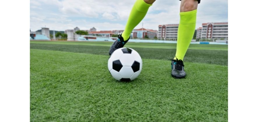 why soccer balls curve - inner foot contact